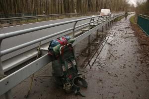 der rechte weg - asphaltierte fahrradpiste neben der 192; brücke über den abfluss nordufer plauer see